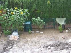 Der Garten steht unter Wasser
